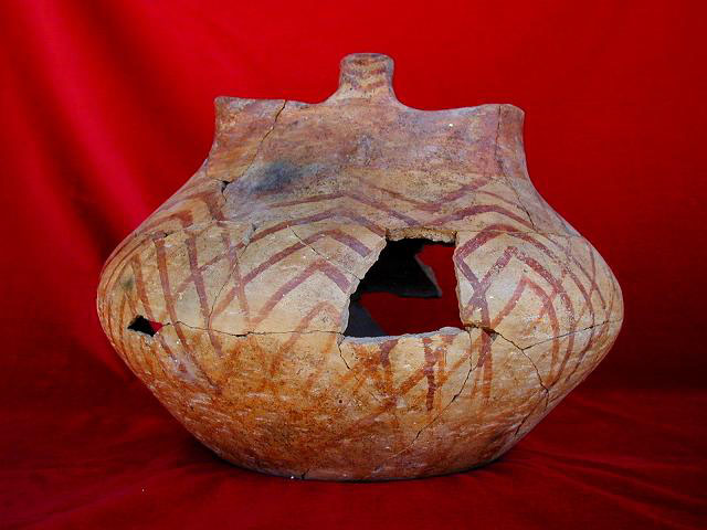 A pot found in trench 1 of the West Mound at Ҫatalhӧyük which has basket-like features.