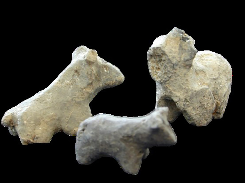Photograph of animal figurines discovered at Çatalhöyük.